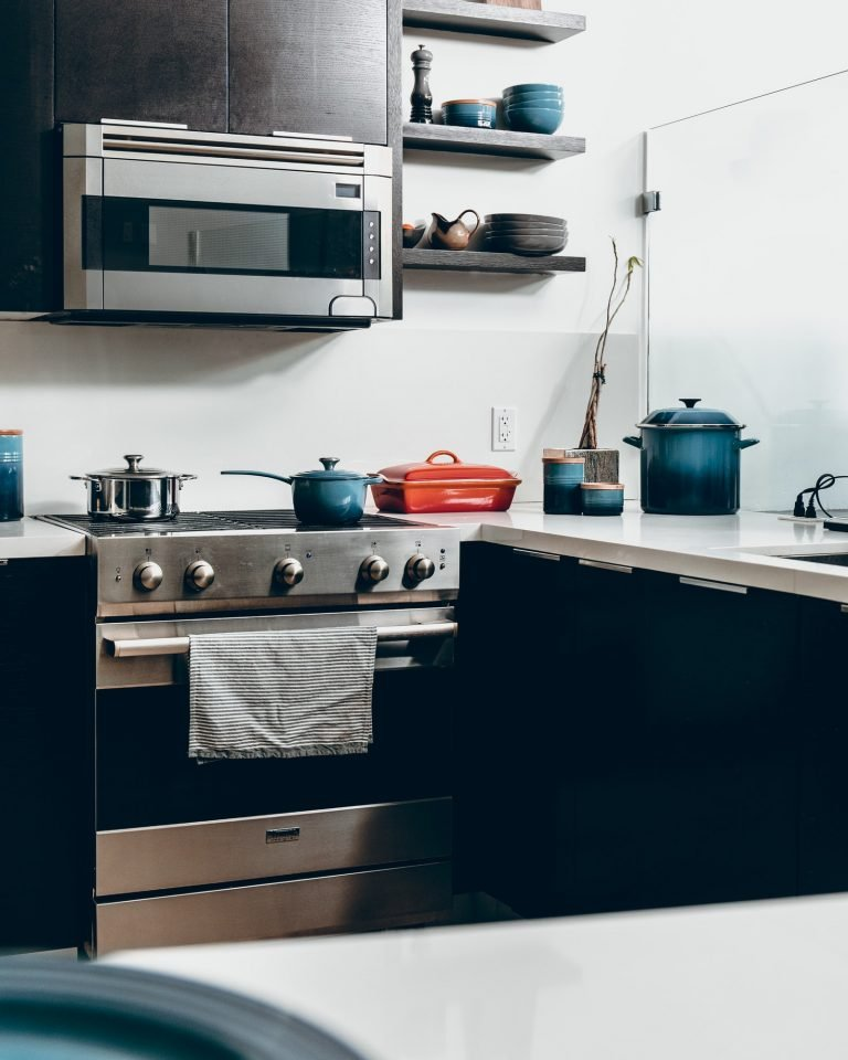 Choosing an essential kitchen appliance: built-in microwave ovens